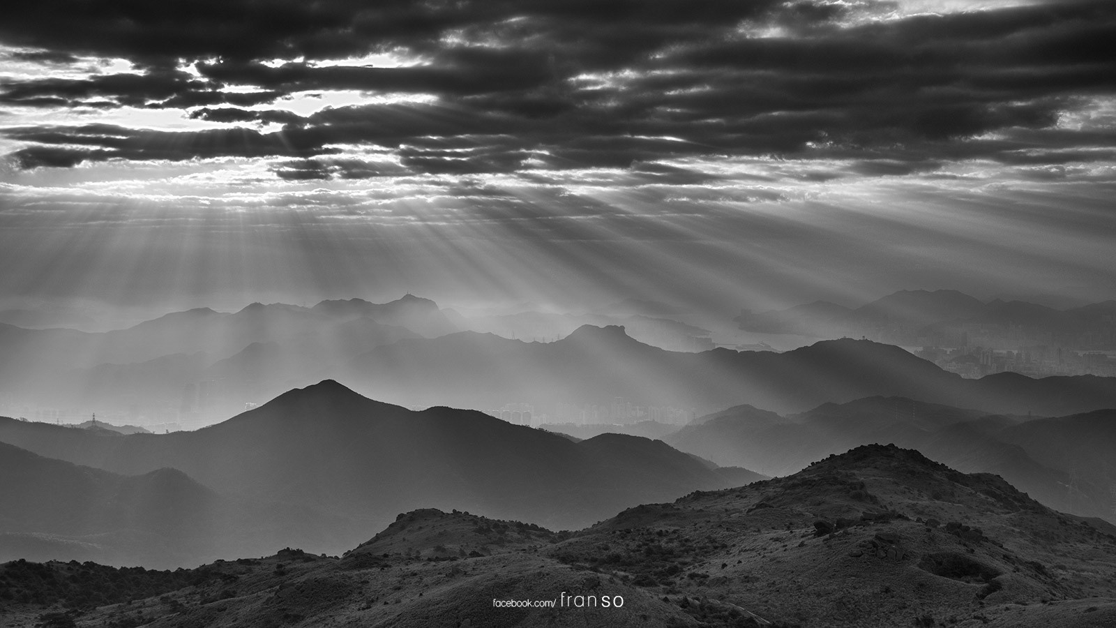 Landscape | Hong Kong | Light Rays | B&W